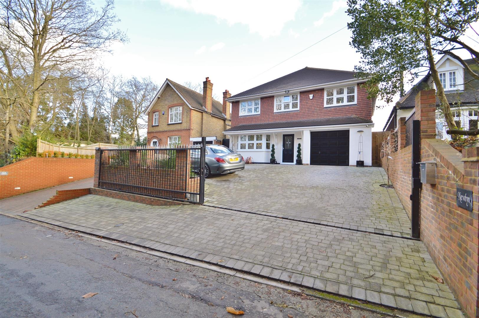 4 Bedrooms Detached House for sale in Weavering Street, Weavering